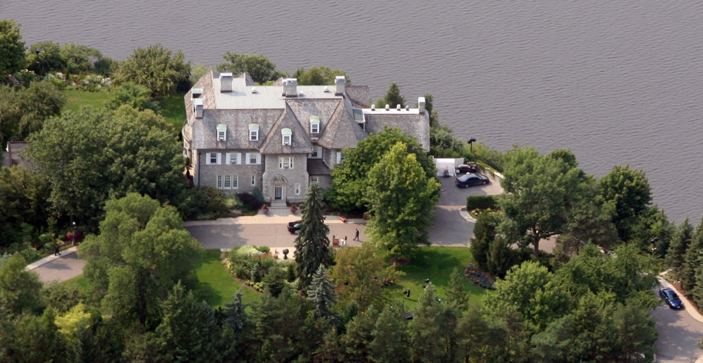 The prime minister's residenceat 24 Sussex Dr. in Ottawa. Prime Minister Stephen Harper will not renovate it because of the cost. (CNS-HOMES-WALK-SCORE--OTTAWA, ON: AUGUST 14, 2007 -- An aerial view of the Prime Minister's residence, 24 Sussex Drive, is shown in this August 14, 2007 file photo. When it comes to walkability, Barack Obama's Washington digs beat out Gordon Brown's home at 10 Downing Street. Both famous residences scored far higher than Prime Minister Stephen Harper's stone mansion at 24 Sussex Drive.  (MIKE CARROCCETTO / Ottawa Citizen)          FOR CANWEST HOMES PACKAGE, JAN. 26, 2010 ORG XMIT: POS2013082712034133)